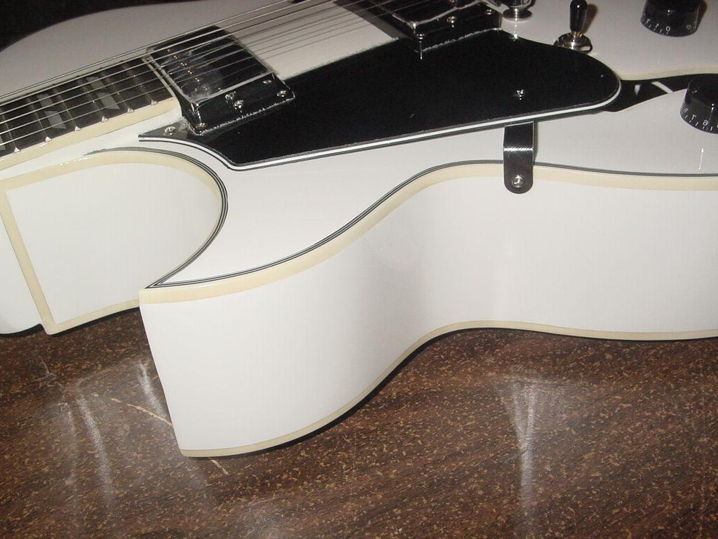 New Hollow Electric Glen with Gig Bag